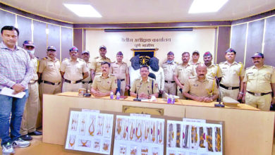 police with seized jewelry.pudhari.news